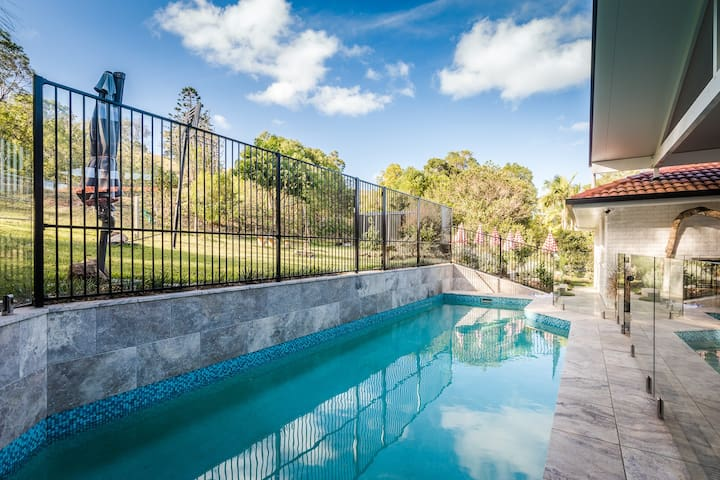 The Drawing Room: in town, pool, paddocks out back