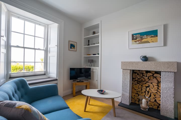 Tregenna Apt 1: Central St Ives Sea Views Parking*