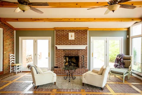 Large & Luxurious Red River Gorge Ranchhouse