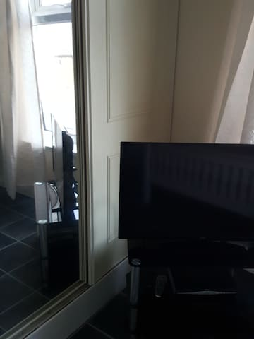 Spacious comfortable room to let - Barrow-in-Furness - Casa