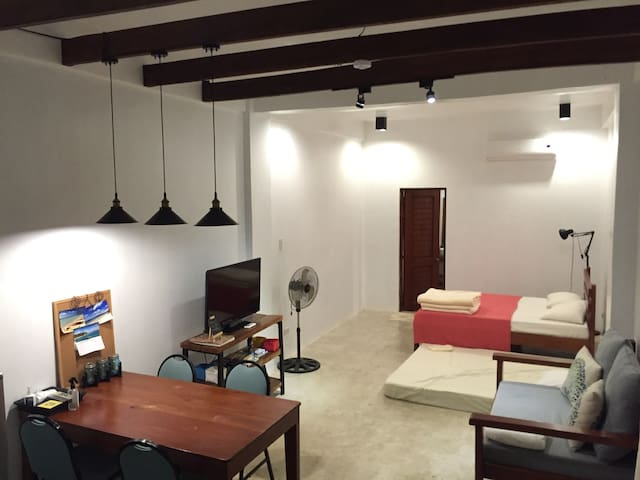 Centrally Located Bunker Flat(CLBF) - Malay - Apartamento