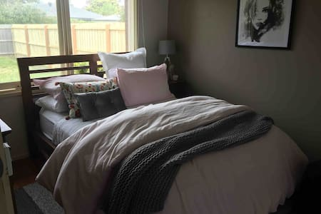 Cosy Bedroom close to the beach with free wifi