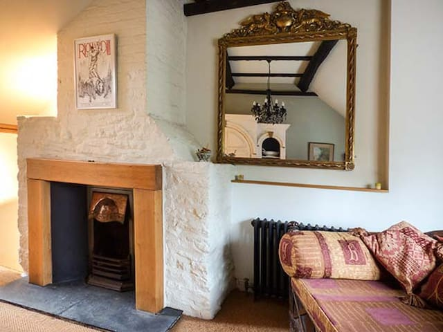 44 OLD STREET, character holiday cottage in Ludlow, Ref 937319