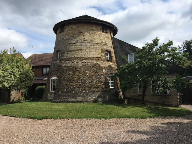 Stay in unique & stunning Windmill nr East Midland