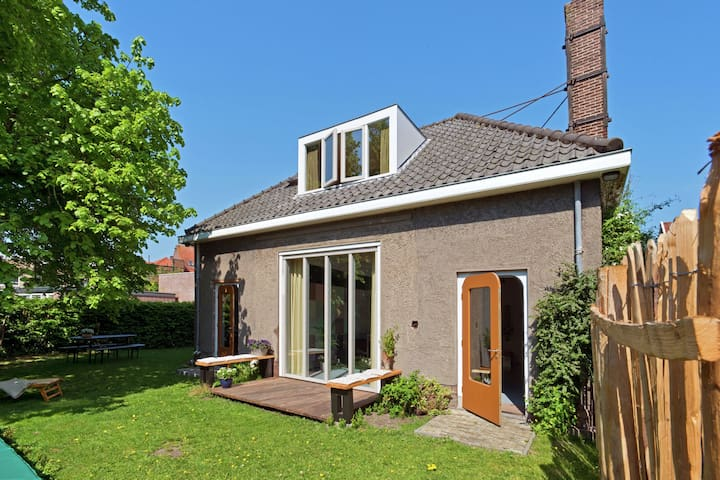Nobel, a charming holiday home in the heart of Schagen