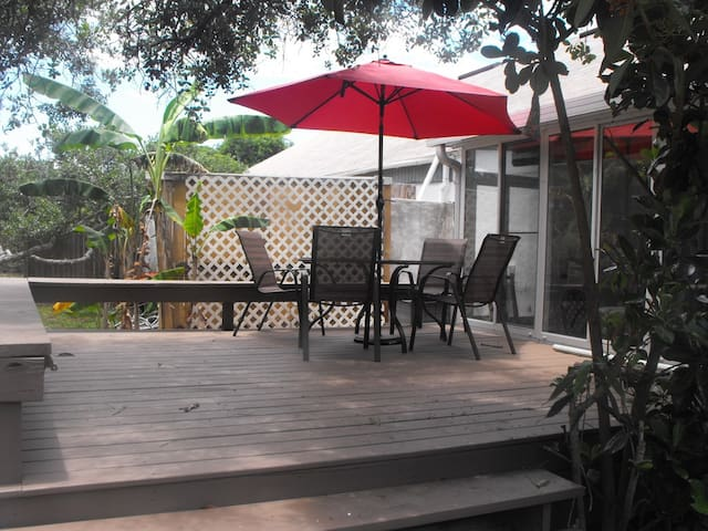 Owner-Managed 2/2 Tropical Townhouse near Ocean