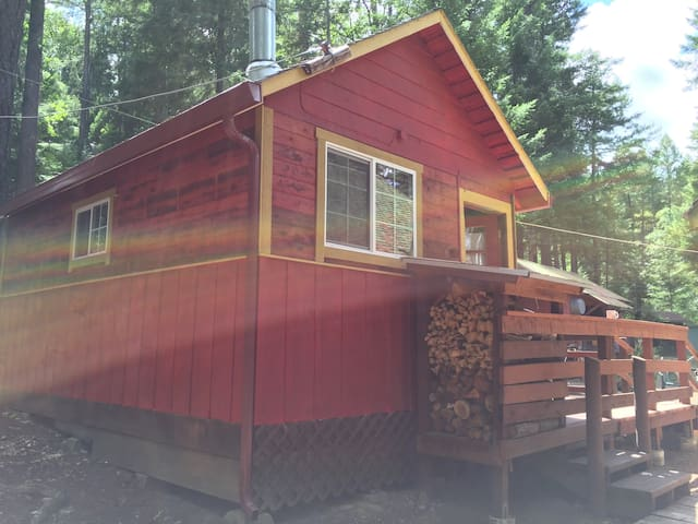 Hull Mt. Studio Cabin/Lake Pillsbury/ w/bath&deck - Potter Valley