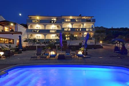 Apartments Silva -Luxury Apartment with Jacuzzi II