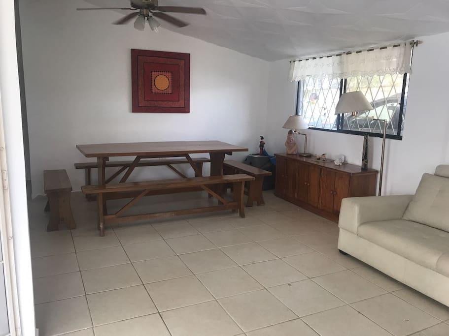amplia sala y comedor
