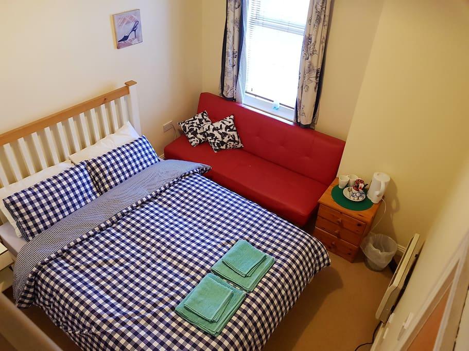 Great King Size Ensuite Bedroom!