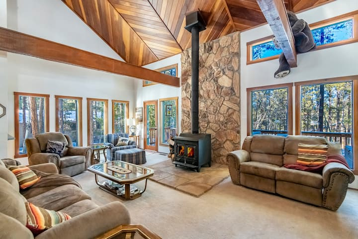 Spacious Cabin Near Skiing, Hiking, and Fishing