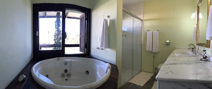 Quarto , banheiro e closet amplo