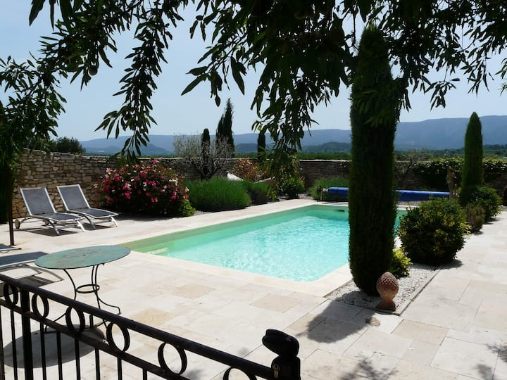 Vacation rental with pool and charming view in Gordes - 8 persons