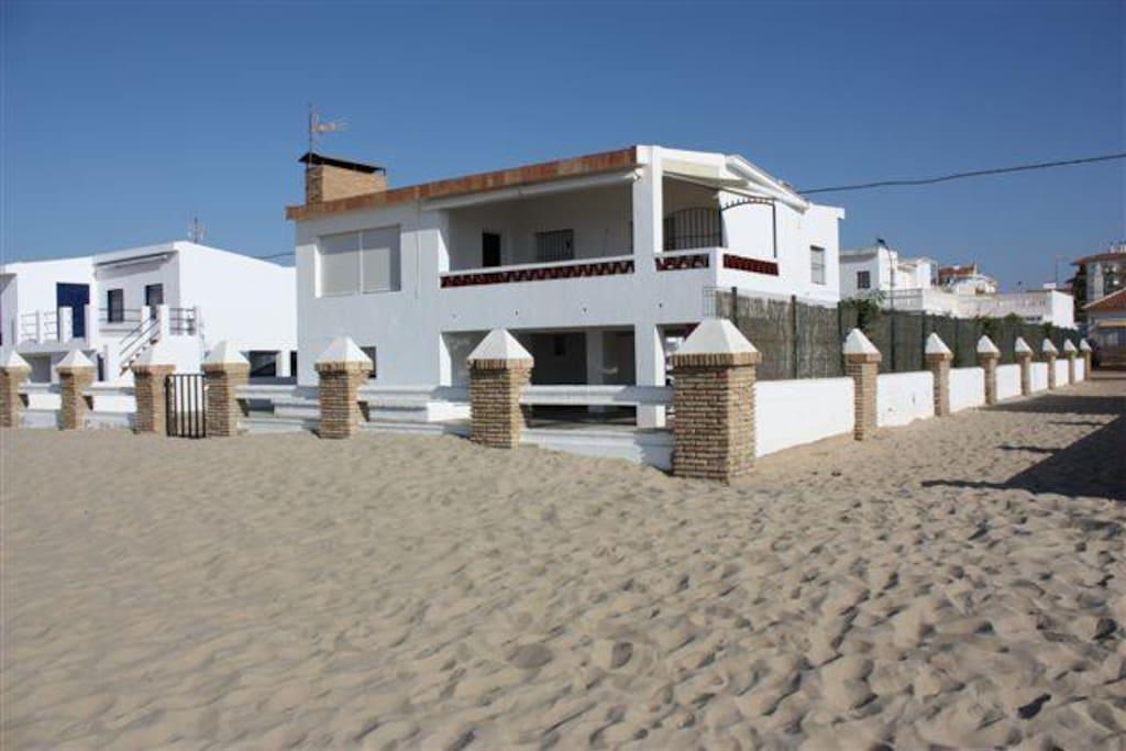 Casa en primera l nea de playa la antilla huelva casas en alquiler en huelva andaluc a espa a - Alquiler casa playa huelva ...