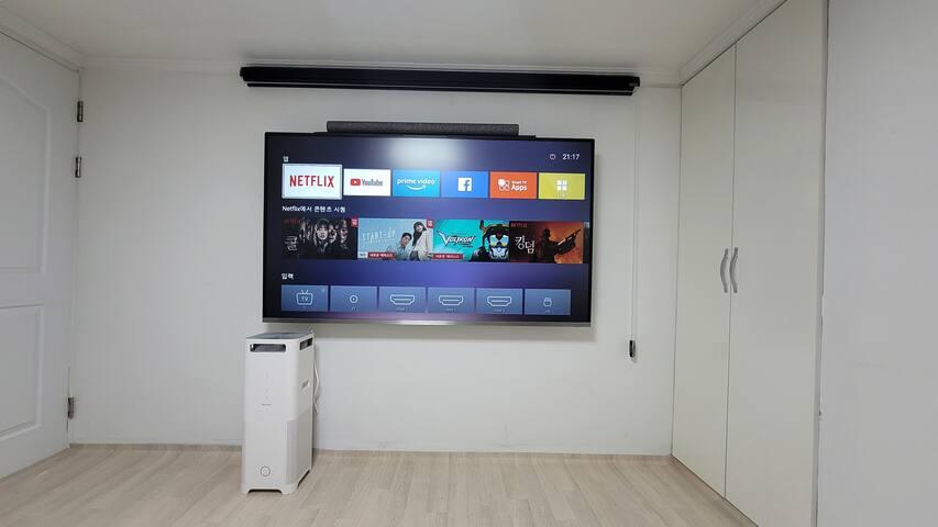 [작은방]지하 75인치 QLED  TV입니다. 홈시어터 ,에어컨.쇼파 배드 ,스탠드 ,장농 ,공기청정기