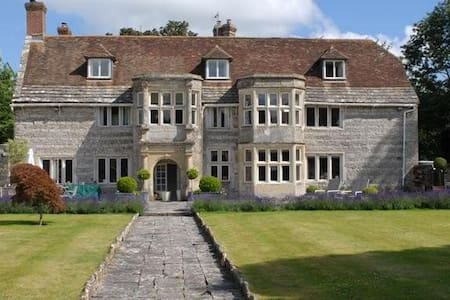 Historic manor house with hot tub and games room - Blandford Forum - Hus