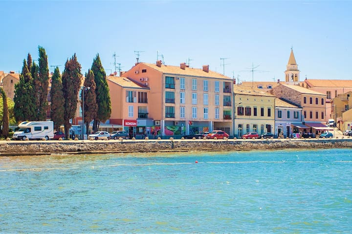One bedroom apartment with direct sea view located in the old town of Porec