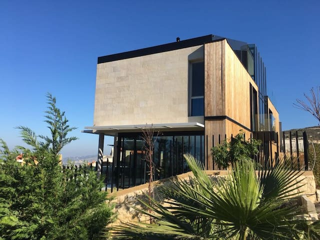 Modern Halat Villa with great sea views