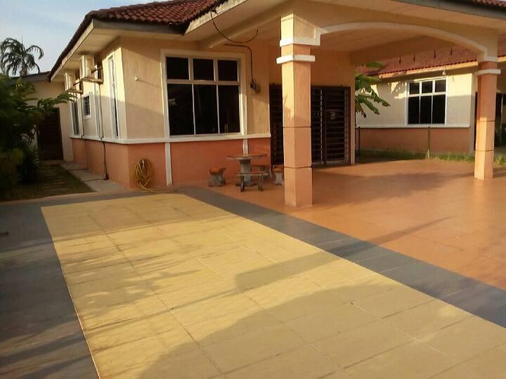 Homestay Kuantan 4 rooms Aircond