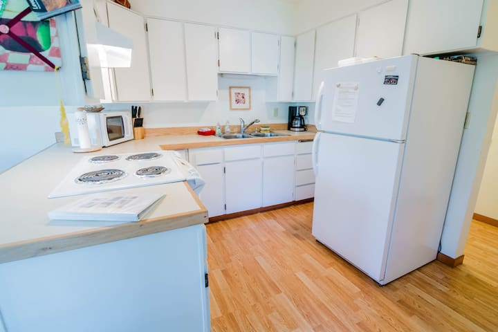 General stocked kitchen (Pots & Pans, dishes, microwave, coffee pot)