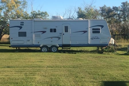 Great Trailer close to lake. - Oak Point - Camper/RV