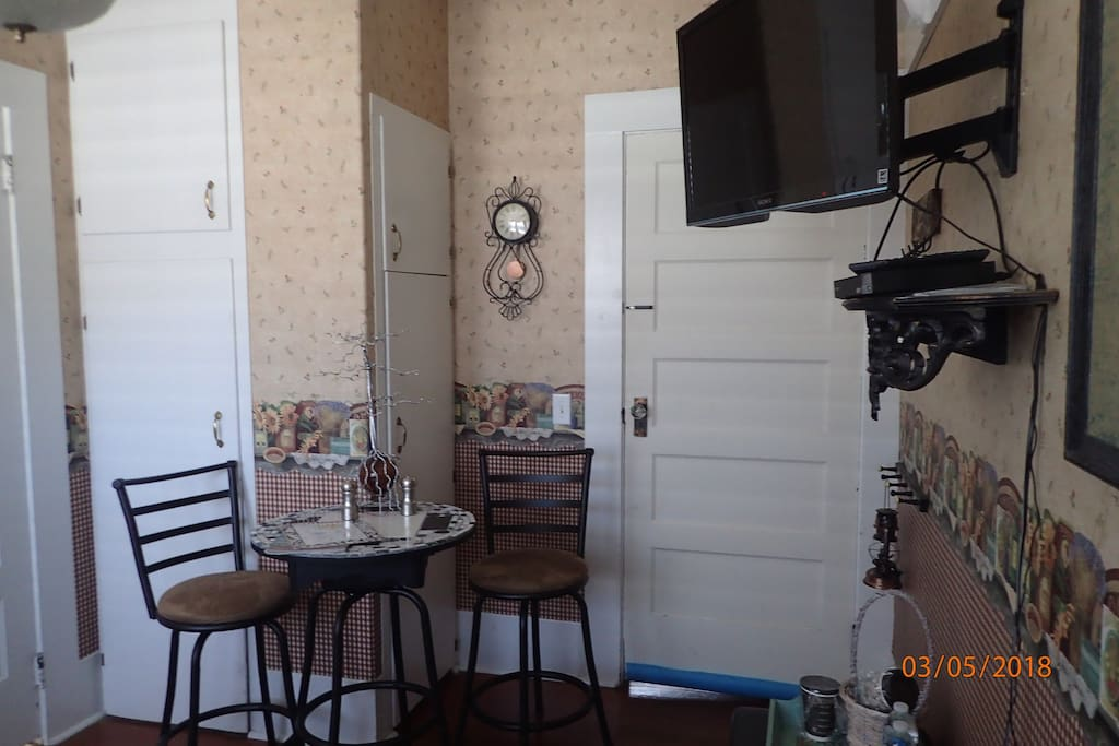 Heron Room has small dining area TV has Netflix and Amazon Prime