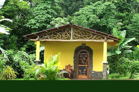 Rainforest Casita with Hot Springs - Aguas Zarcas - Sommerhus/hytte