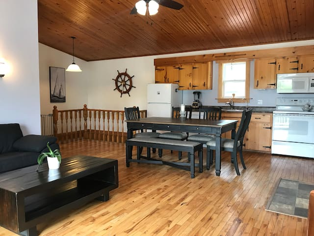 Quaint Home Minutes from Baddeck & Gaelic College