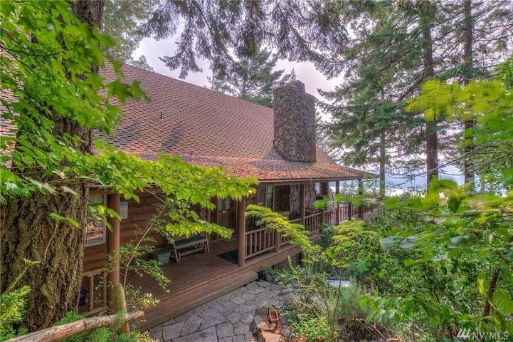 Timber Lodge- Marine Views - Home Theater - Spa