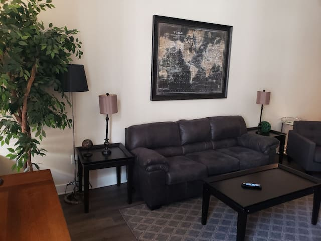 Spacious Historic Downtown Suite- Convention Ctr
