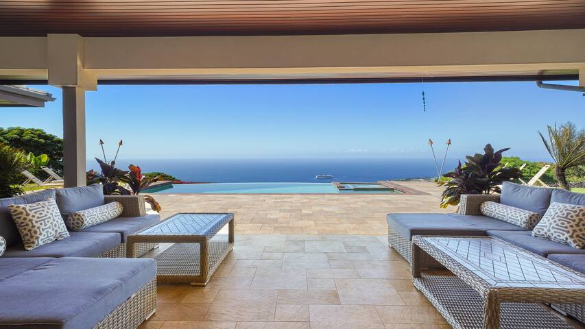 Sky Villa Estate - Luxury Gated Retreat with AMAZING Ocean View!