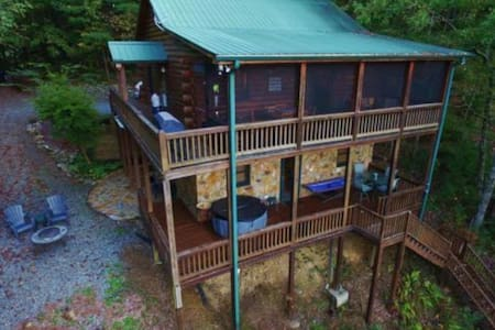 Fun cabin w/ beautiful forest views, private hot tub & gas grill- dogs welcome!