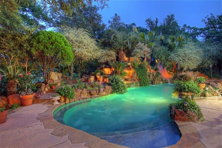 Paradise Pool and Private Resort