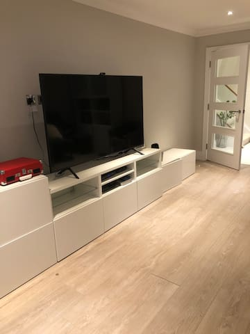 Modern Home  with Available Double Room Woking