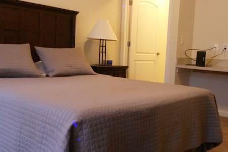 Perfect Weekender! Private location, furnished! - 都柏林 - 飯店式公寓