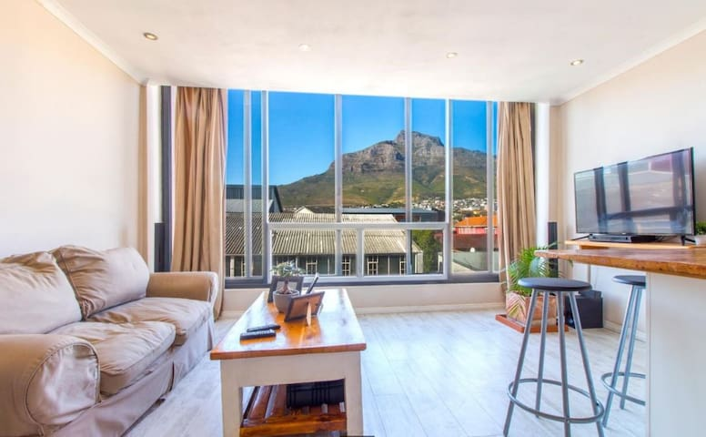 Table Mountain Facing Trendy Apartment