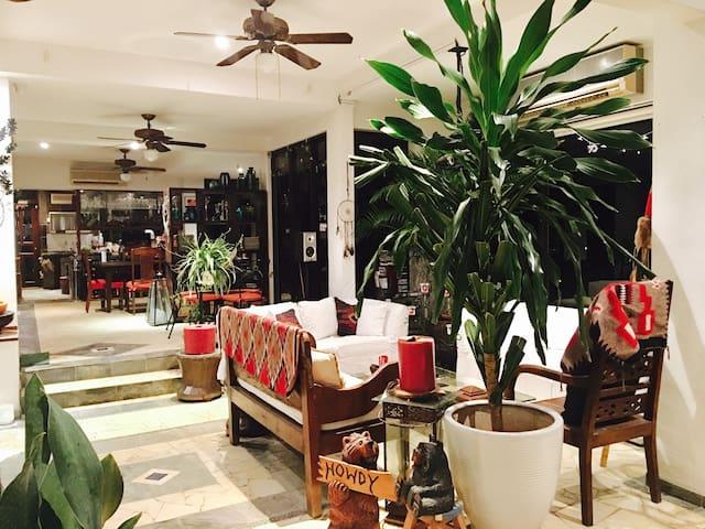 Living Room Pic #1.
