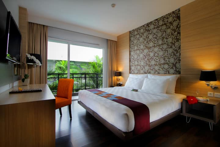 b Deluxe Balcony Room nearby Sunset & Kuta area