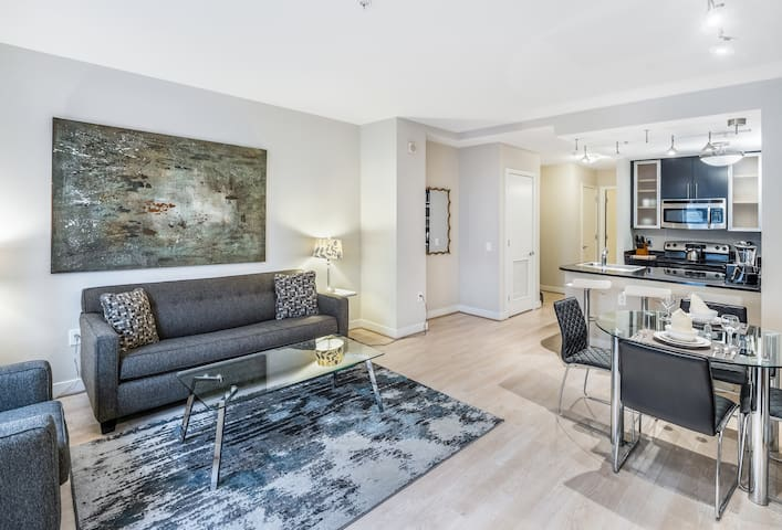 Stylish, Bright Condo | Downtown DC | Gym | by GLS
