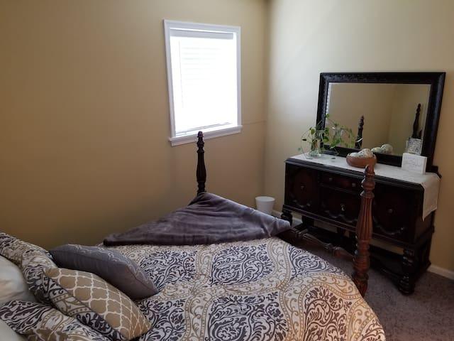 Safe, Clean, Convenient, and Quaint Apartment