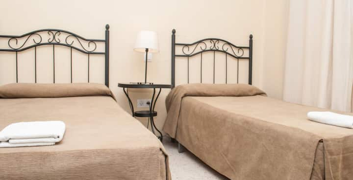 Habitación doble 2 camas con baño compartido