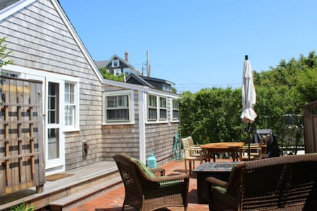 Charming Sconset cottage in Codfish Park