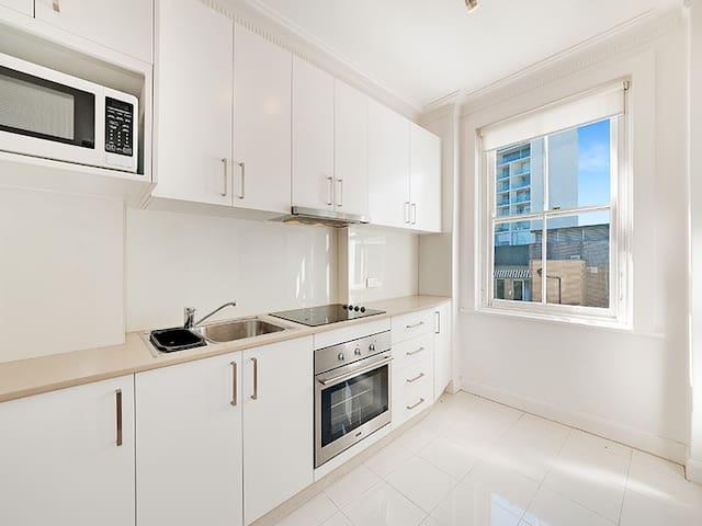 Modern One Bedroom Apartment in Darlinghurst