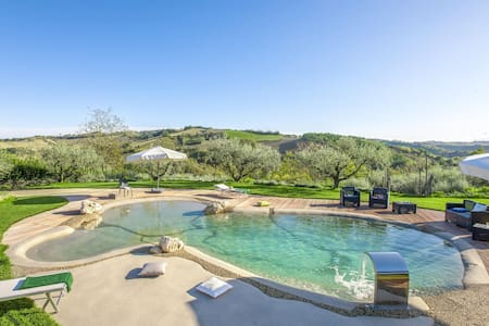 Lavish Holiday Home in Fermo with Swimming Pool