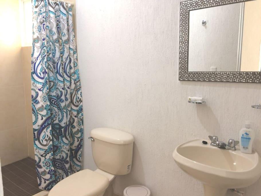 Baño completo / Bathroom