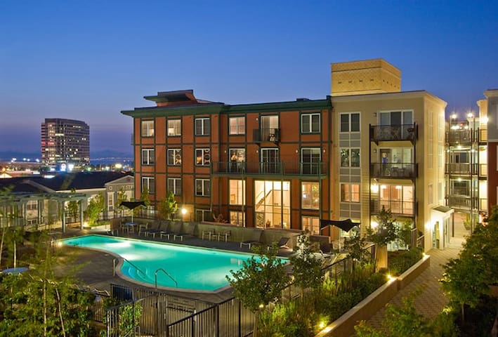 Luxury Living & Shopping in the Bay - Emeryville - Apartment