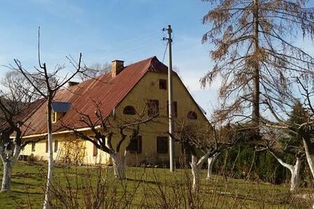 """Agroturystyka """"Zacisze"""", Stara Łomnica, pokój 4 os"""