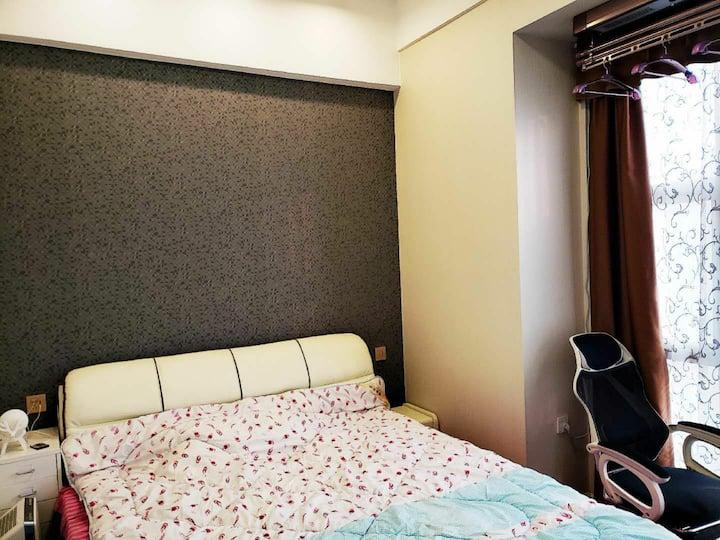 东部城区地铁口东都国际豪装两房带地暖中央空调