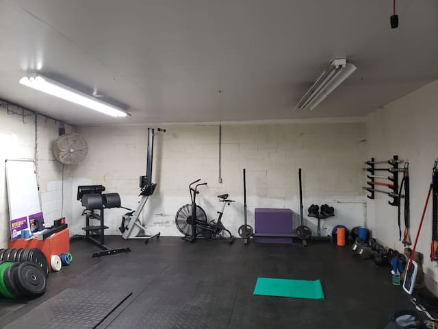 Monthly, free parking, garage gym, 10 mins to NYC