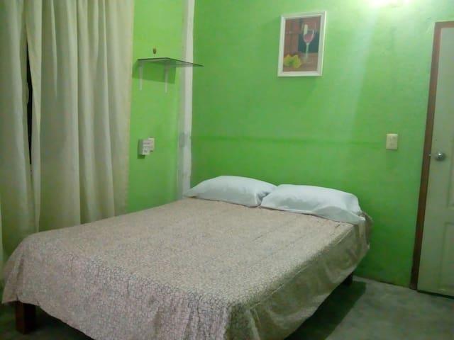 Habitación #8 céntrica y segura en cuajinicuilapa